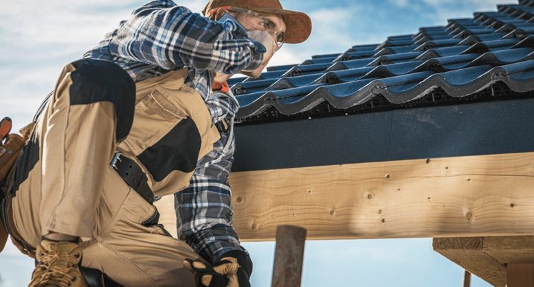 How Can a Roof Restoration Contractor Help You?