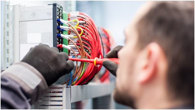 4 Reasons You Need To Call a 24-Hour Electrician